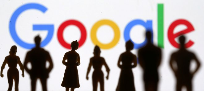 Small toy figures are seen in front of Google logo in this illustration picture, April 8, 2019. REUTERS/Dado Ruvic/Illustration - RC121F10CA00