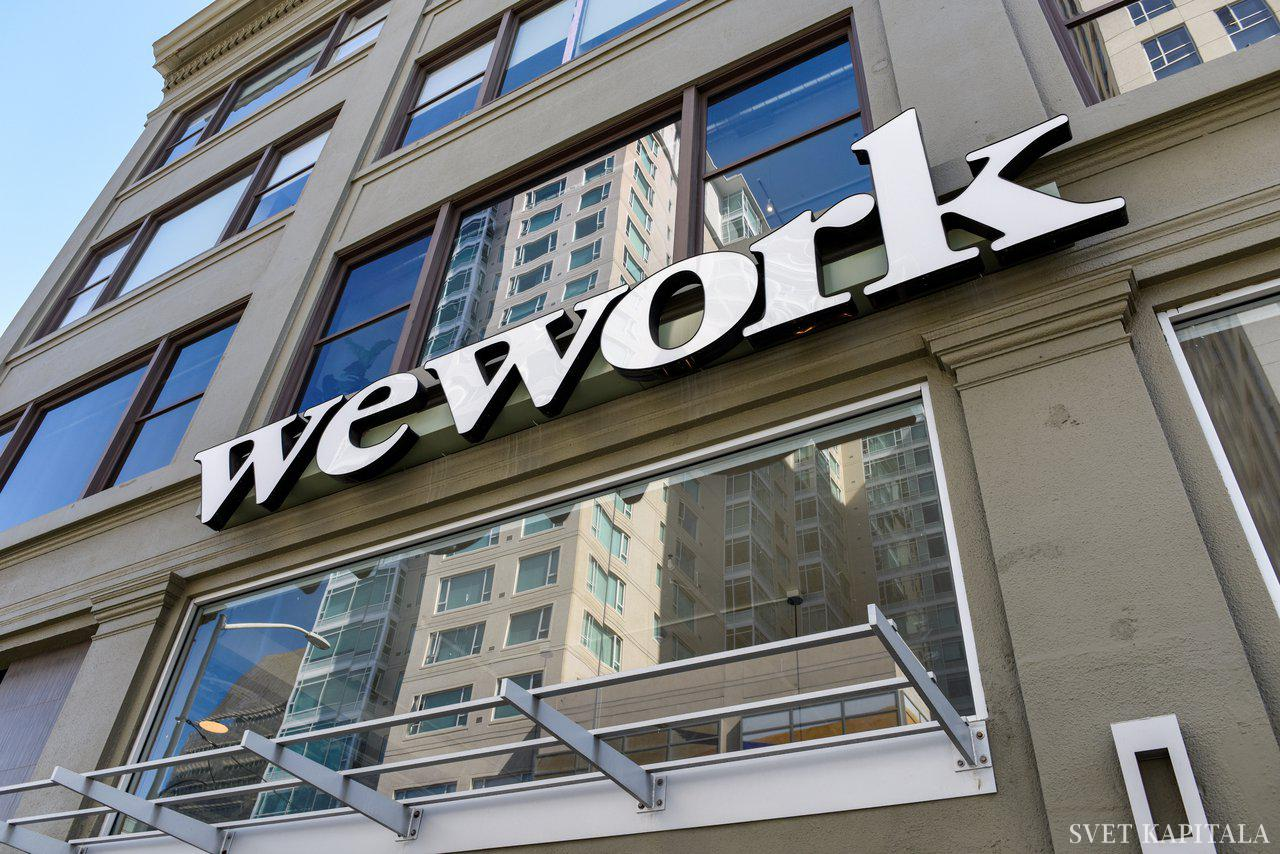 Fotografija: FILE PHOTO: A WeWork logo is seen outside its offices in San Francisco, California, U.S. September 30, 2019.  REUTERS/Kate Munsch/File Photo