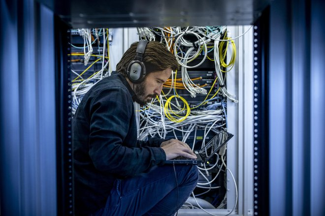 V obdobju karantene je bila opazna velika razlika med podjetji, ki so že pred tem vsaj nekoliko digitalizirala svoje procese in tistimi, ki niso storile ničesar v tej smeri. FOTO: Voranc Vogel