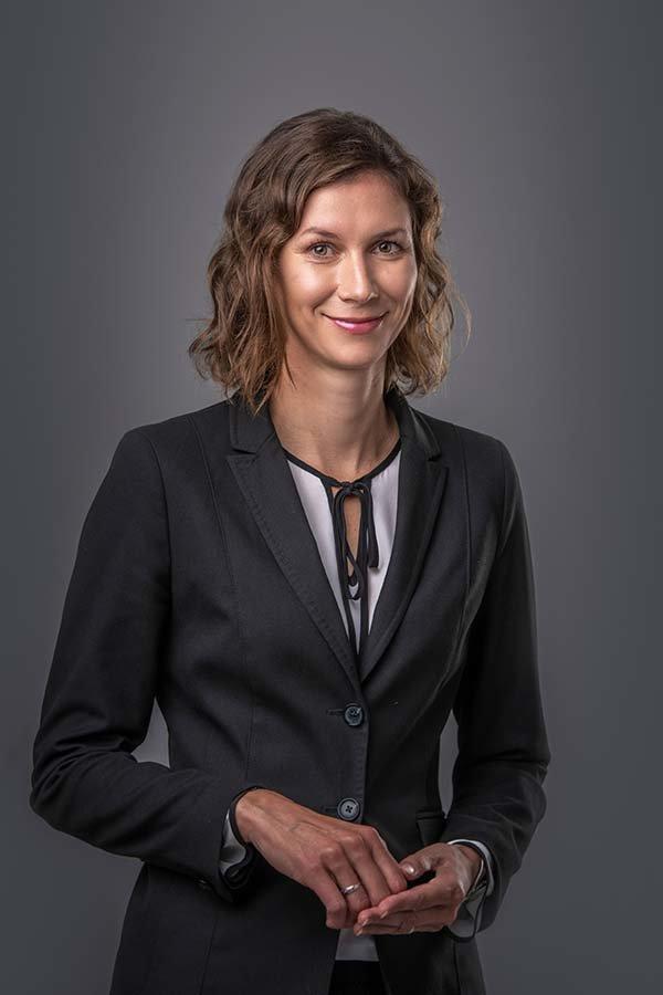 mag. Kristina Knop Razoršek. Odvetnica, ki se ukvarja predvsem s civilnim, delovnim in gospodarskim pravom.