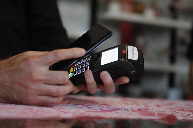 Med najpomembnejšimi načini plačevanja med potroškini prevladuje brezgotovinsko plačevanje, ki si ga želi skoraj 40 odstotkov slovenskih potrošnikov. FOTO: Leon Vidic