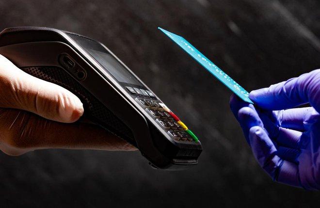 Brezkontaktna plačila so vse bolj priljubljena. FOTO: Lili Topa / Shutterstock