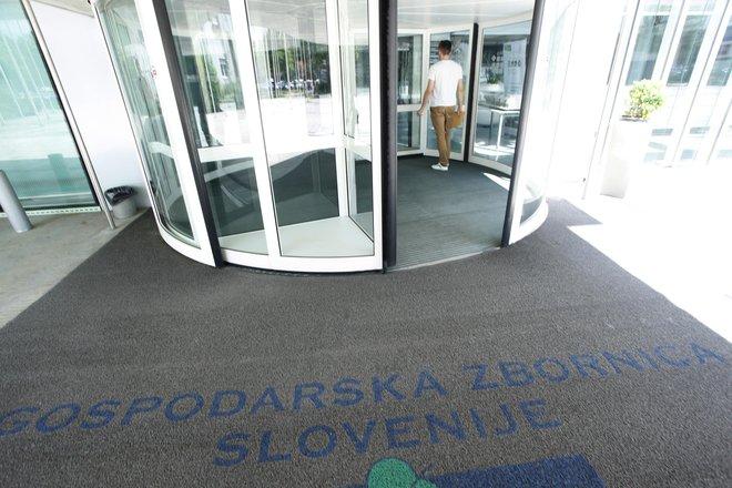 <strong>»</strong>Potrebno je izboljšati likvidnostno shemo, zamrzniti dvig minimalne plače, olajšati zagon investicij v podjetjih, omogočiti pozavarovanje terjatev v Sloveniji, pomagati z ukrepi najbolj prizadetim podjetjem …,« poudarj